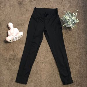 Black leggings size small